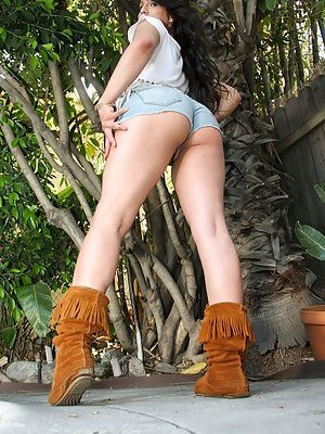Ladyboy in Shorts Pictures